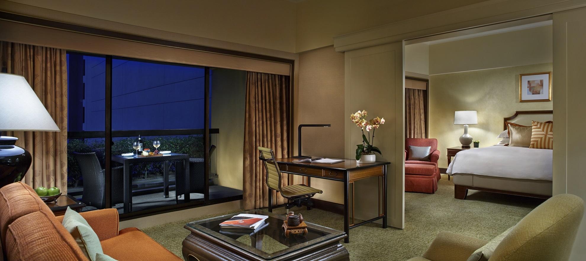 Regent Singapore Regent Club Executive Suite